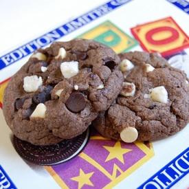 Oreo Cookies on an Oreo Tin